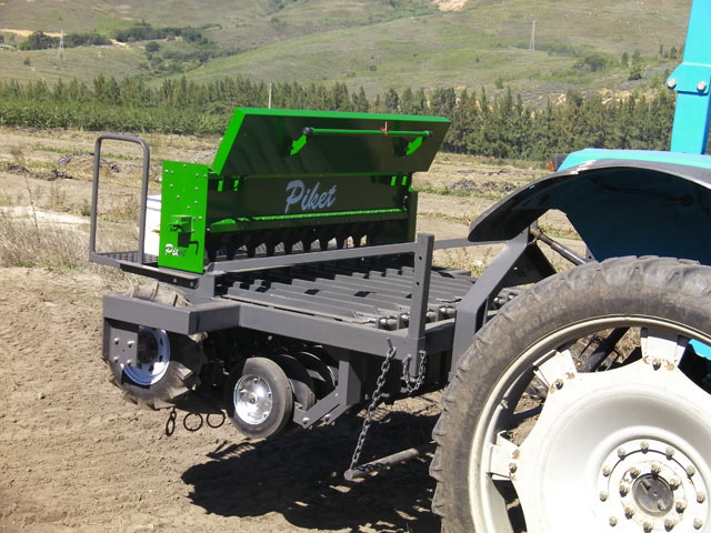 eden equip equipment piket planters carrot and onion planter